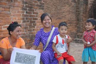 Soemingyi Temple souvenir sellers
